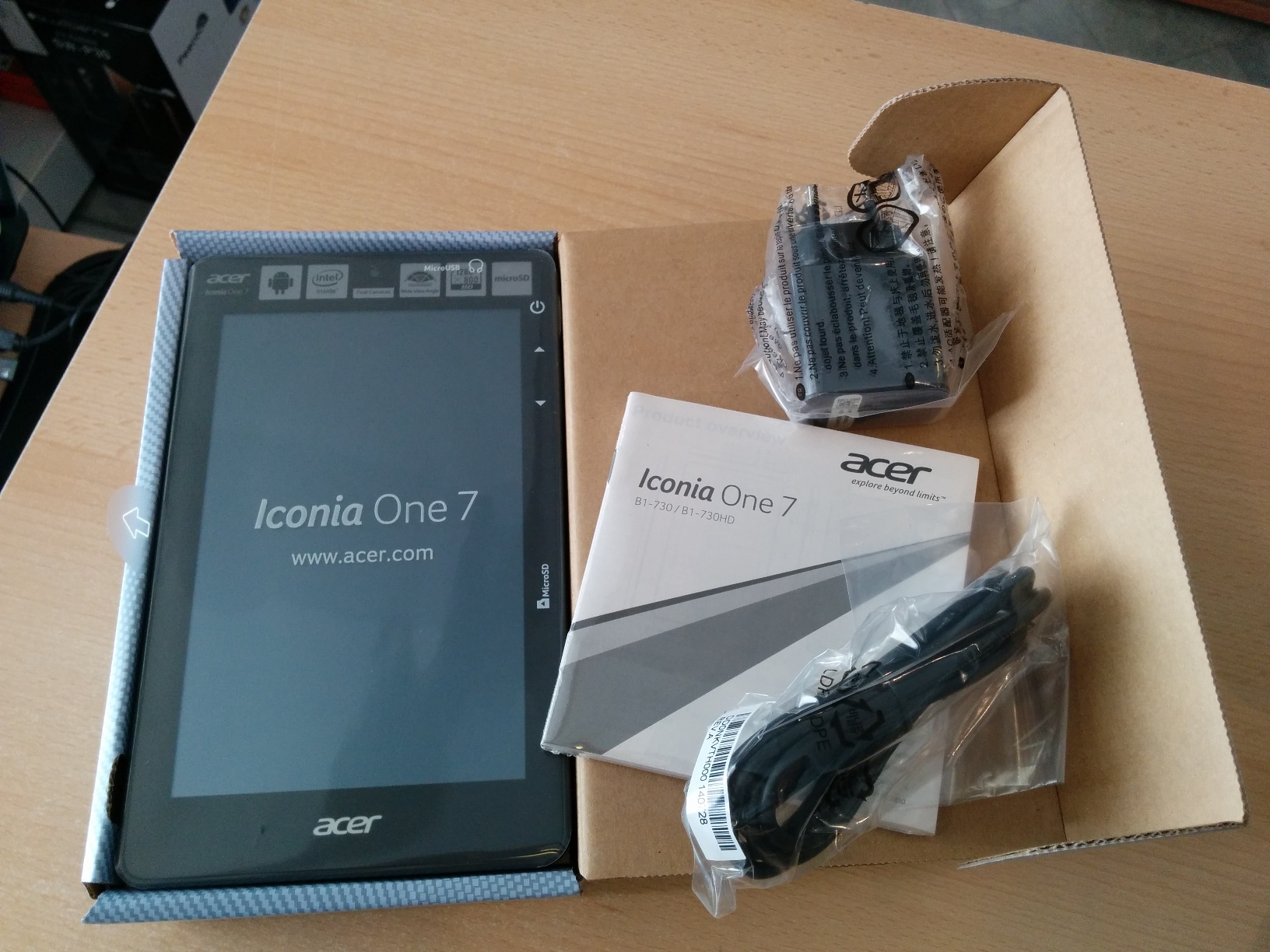 Acer Iconia B1-730HD UnPack